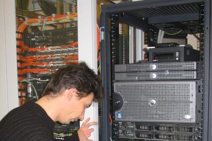 Commissioning of server hardware